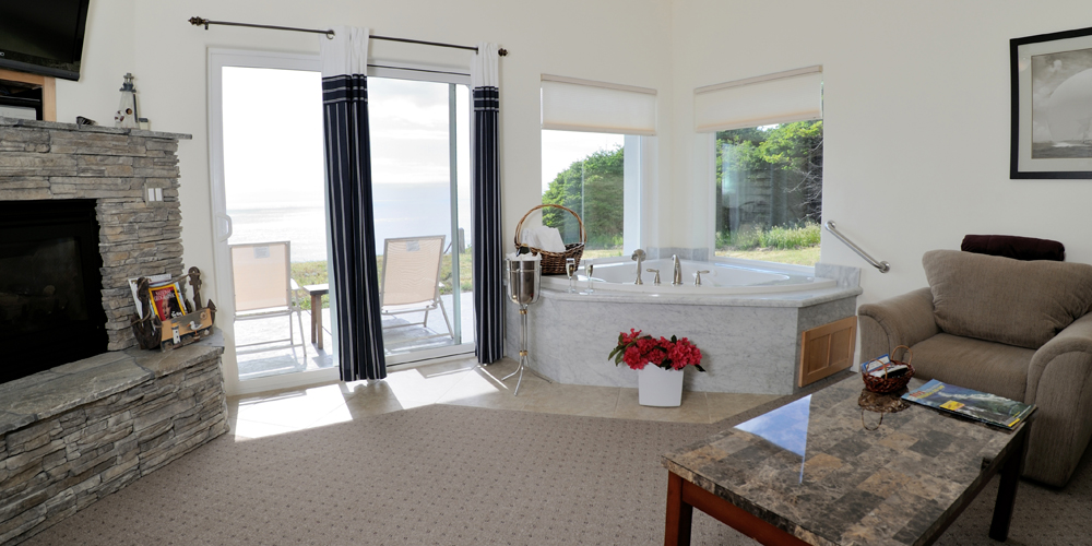 Exceptional Living Room Jacuzzi Spyglass Inn At Shelter Cove   Luxury Oceanfront Suites Part 24